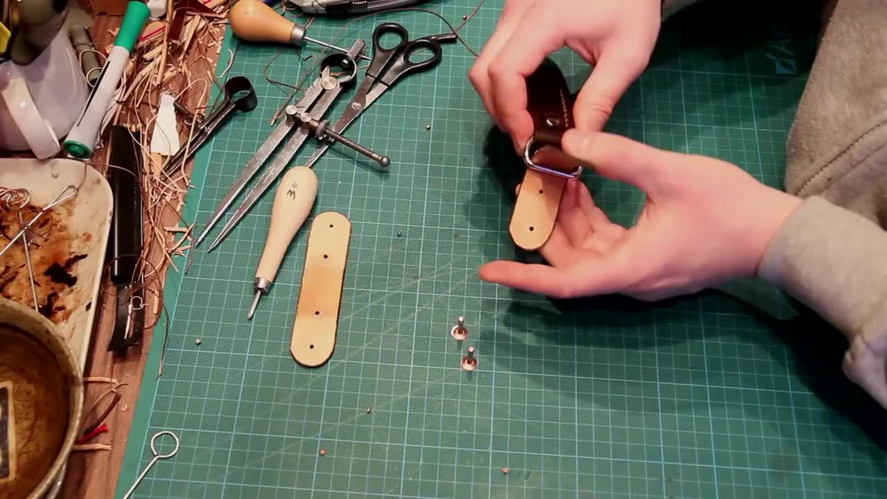 手工皮具制作视频:一款邮差包的诞生